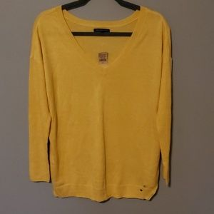 American Eagle V-Neck Sweater NWT